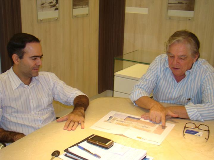Diretor da Marca Empreendimentos Avelino Cortellini  apresenta projeto para o presdiente da CDL Barreiras Rider Castro