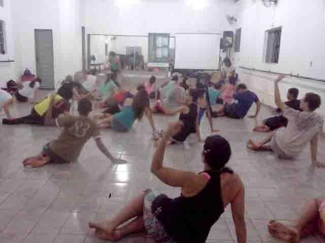 Público prestigia mostra de dança do Programa de Qualificação em Artes 2