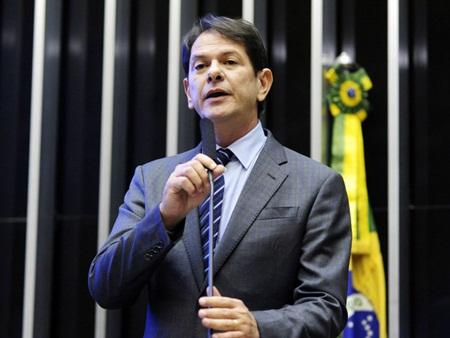 Ministro da Educação Cid Gomes discursa na tribuna da Câmara - 18/03/2015(Gustavo Lima/Câmara dos Deputados)