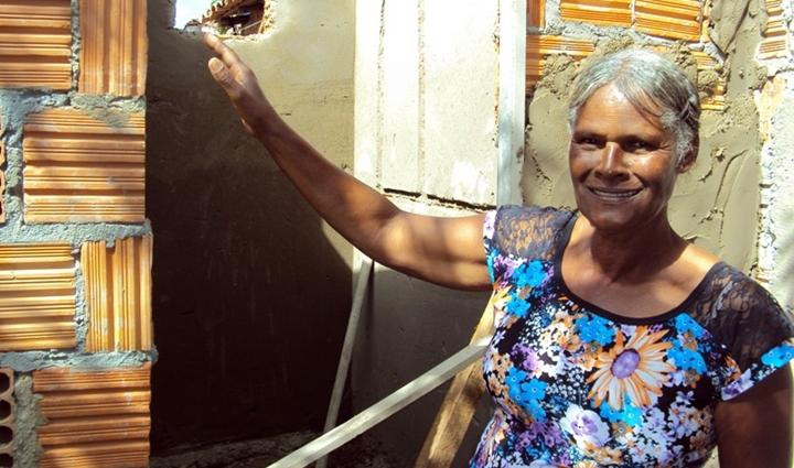 19.08.15_Moradora Lindinaura Maria da Silva_obra banheirotexto