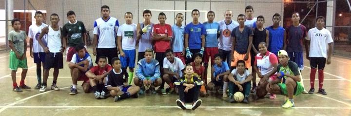 O bi campeão mundial com a seleção de futsal com os alunos de futsal do CEUstexto