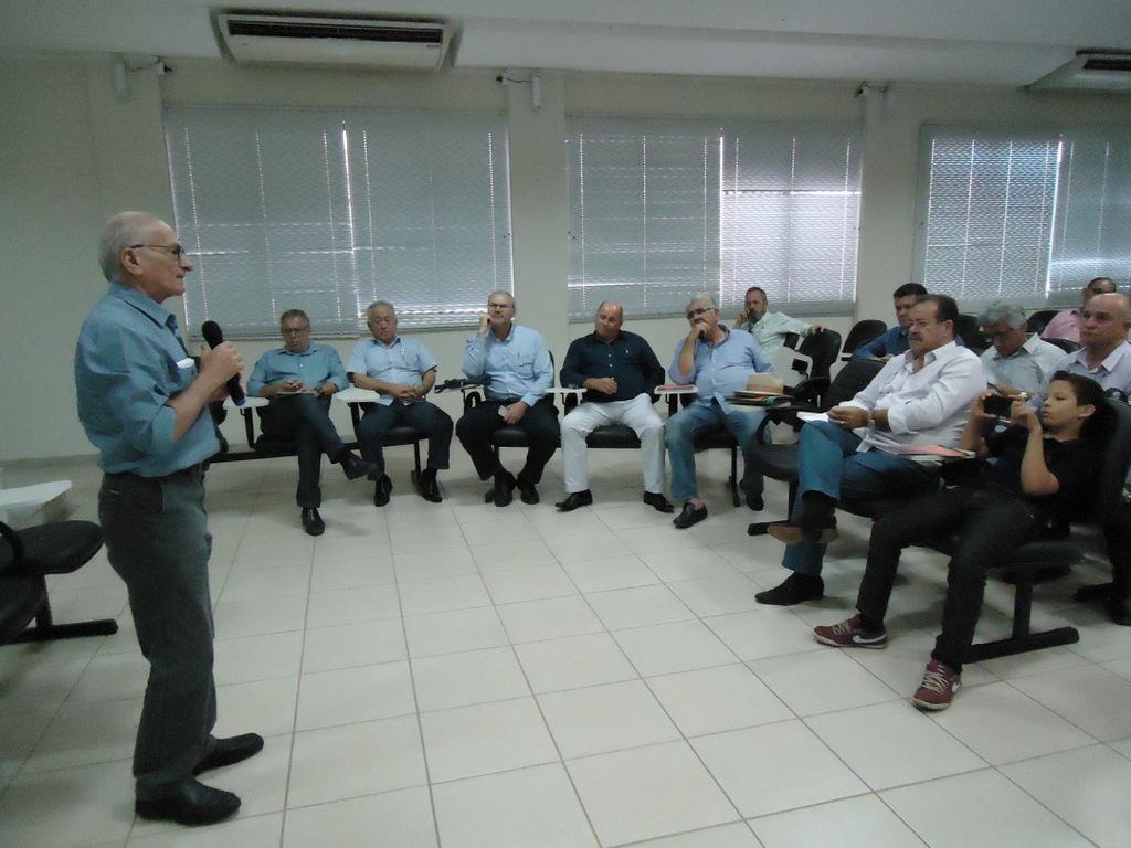 Presidente da Codevasf fala aos líderes das entidades