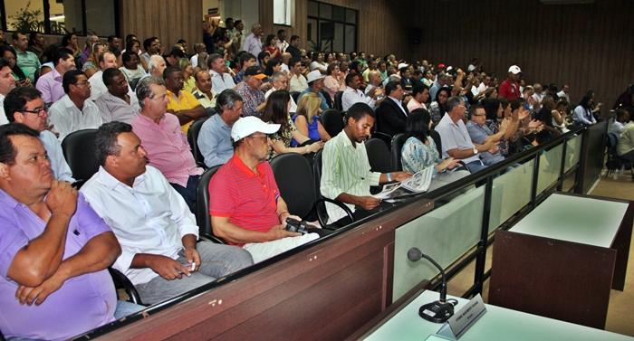 Ato público tem plenário lotado (Foto: Cheilla Gobi/JGO)