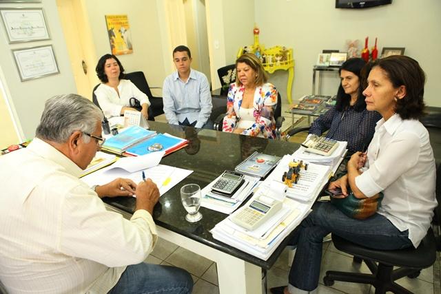 Prefeito Antonio Henrique assina termo de cooperação técnica